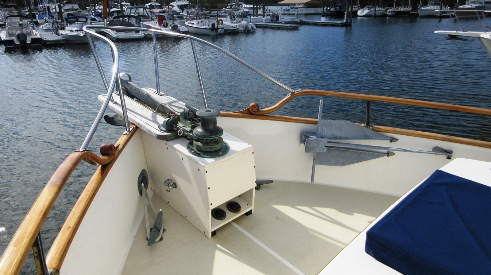 Ground tackle 1980 GRAND BANKS 42 Classic Trawler 2865695