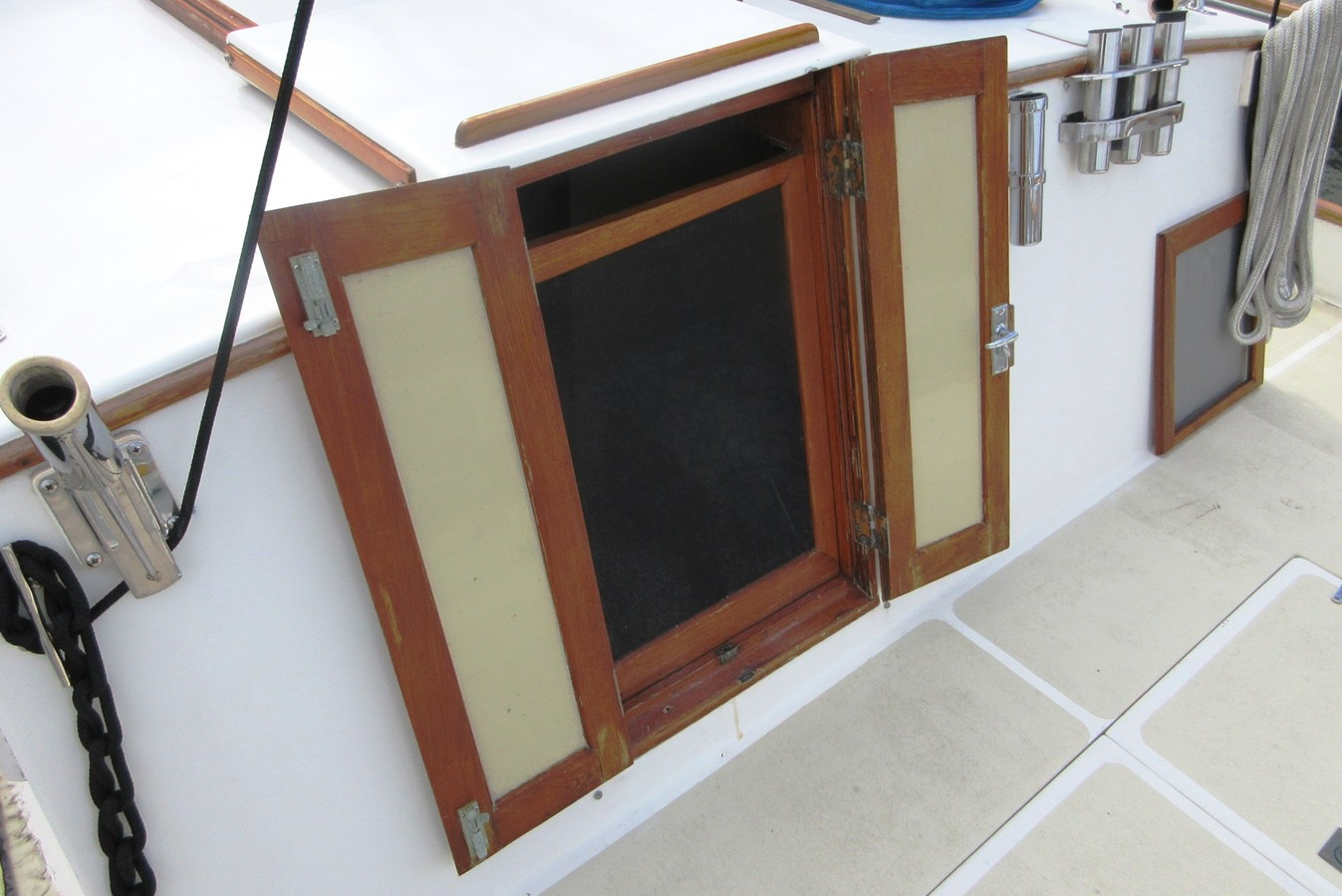 Aft Cabin entrance from Aft Deck 1980 GRAND BANKS 42 Classic Trawler 2865696