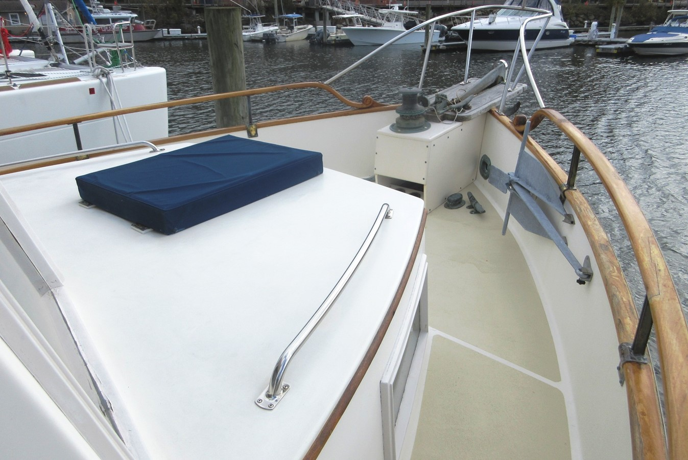 Fore deck, starboard side 1980 GRAND BANKS 42 Classic Trawler 2865699