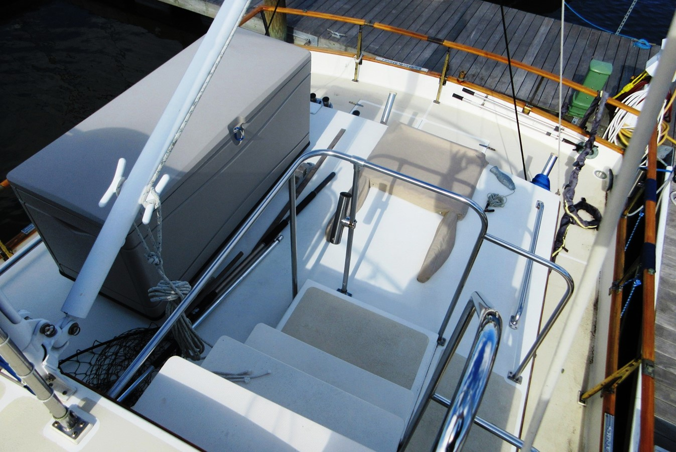 Flybridge to Aft Deck 1980 GRAND BANKS 42 Classic Trawler 2865701