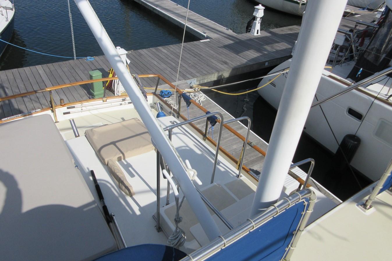 Bridge Deck to Aft Deck, port side 1980 GRAND BANKS 42 Classic Trawler 2865702