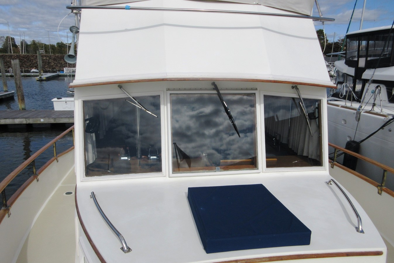 Foredeck aft 1980 GRAND BANKS 42 Classic Trawler 2865703