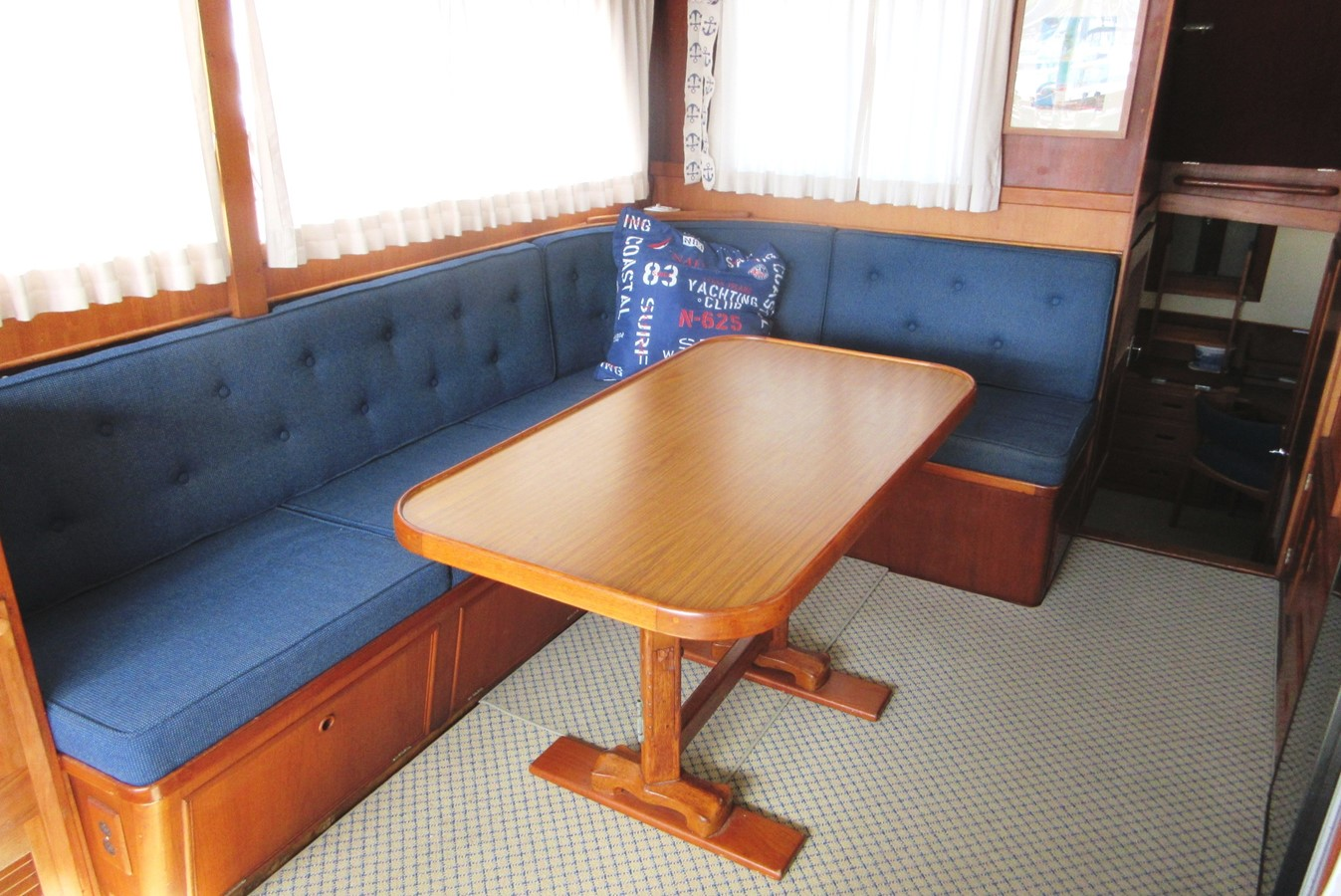 Salon, starboard side aft 1980 GRAND BANKS 42 Classic Trawler 2865713