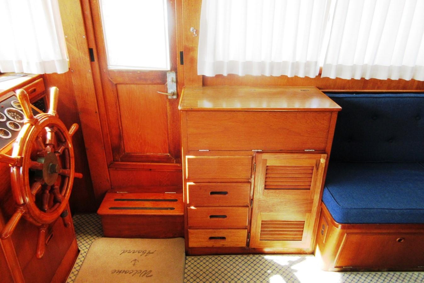 Helm Station & entrance door, starboard side 1980 GRAND BANKS 42 Classic Trawler 2865719