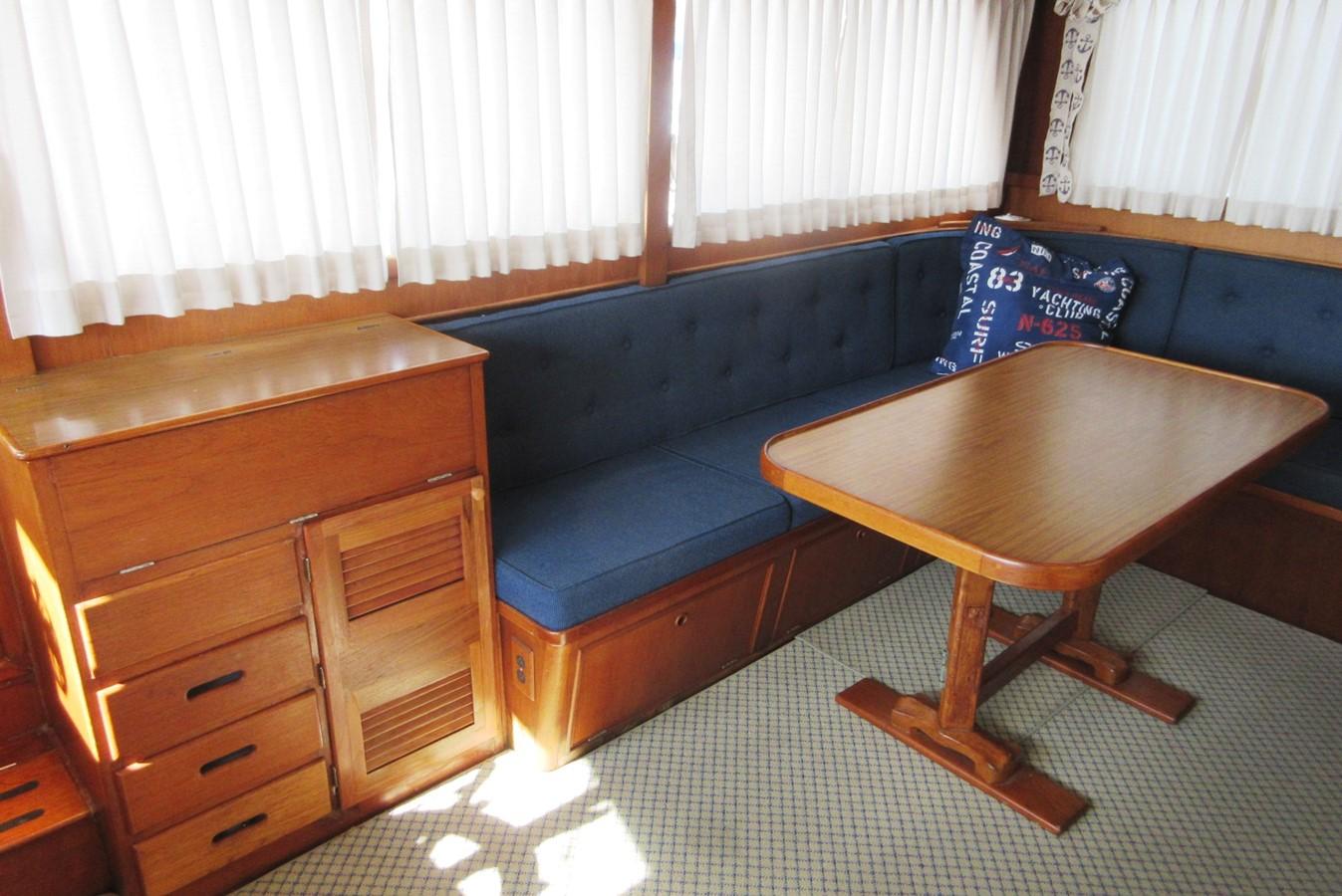 Salon, starboard side 1980 GRAND BANKS 42 Classic Trawler 2865721