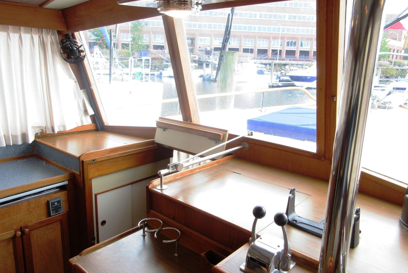 Helm Station, port side forward to Fore Cabin entrance 1980 GRAND BANKS 42 Classic Trawler 2865723