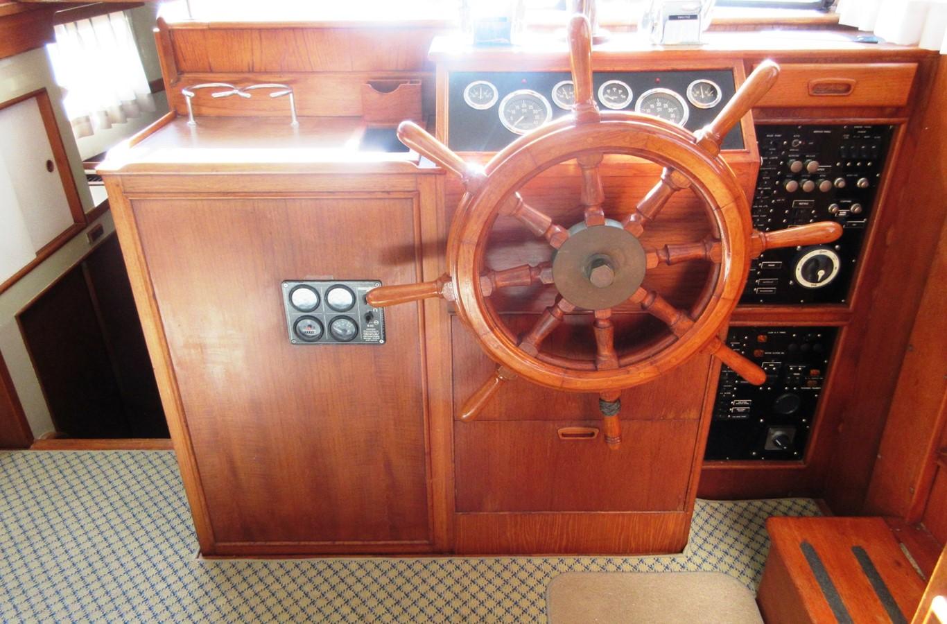 Helm Station 1980 GRAND BANKS 42 Classic Trawler 2865724