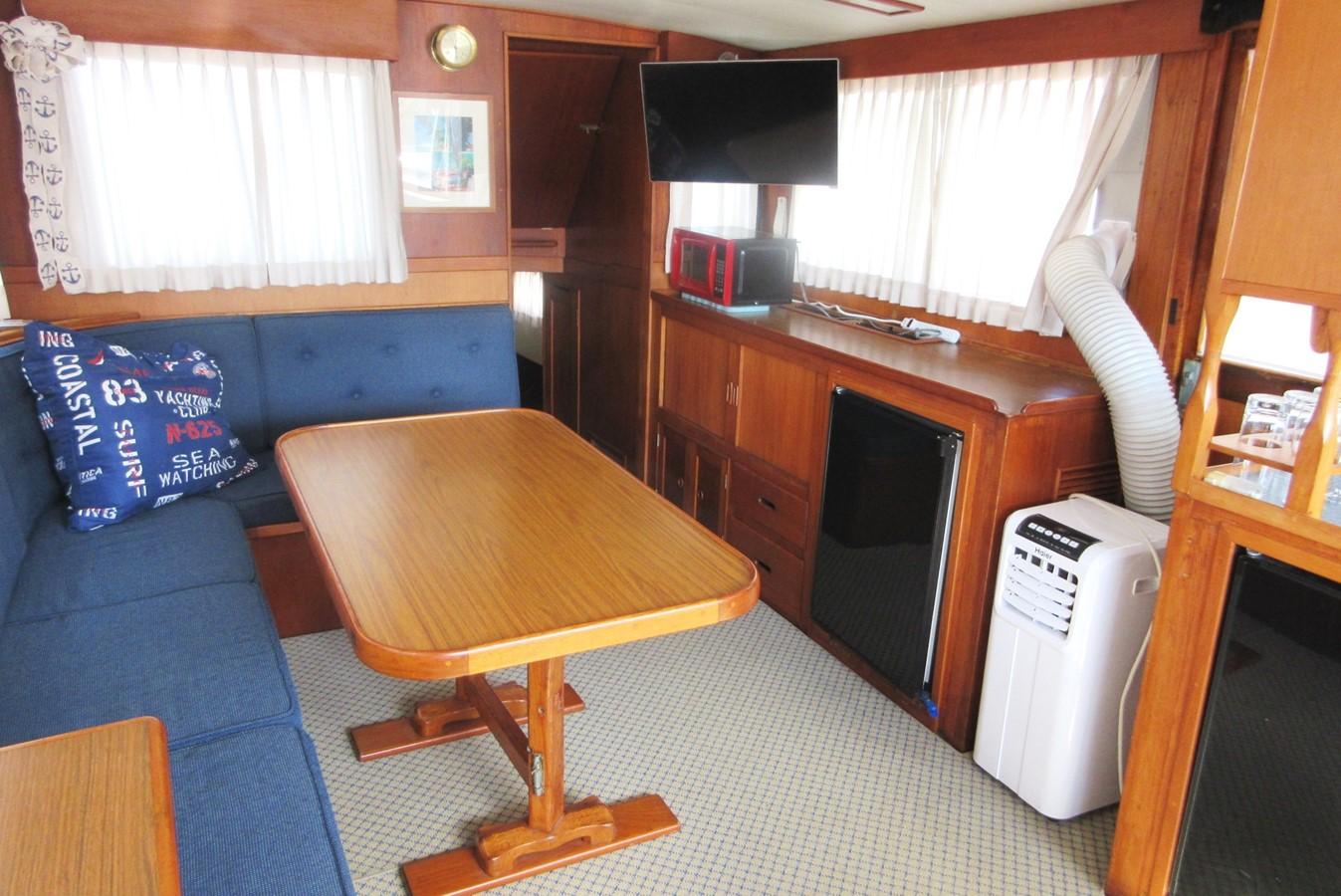 Salon, port side aft 1980 GRAND BANKS 42 Classic Trawler 2865725