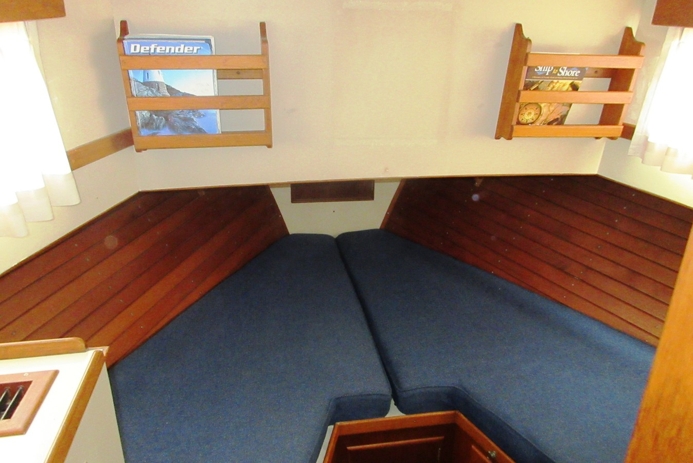 Fore Cabin 1980 GRAND BANKS 42 Classic Trawler 2865729