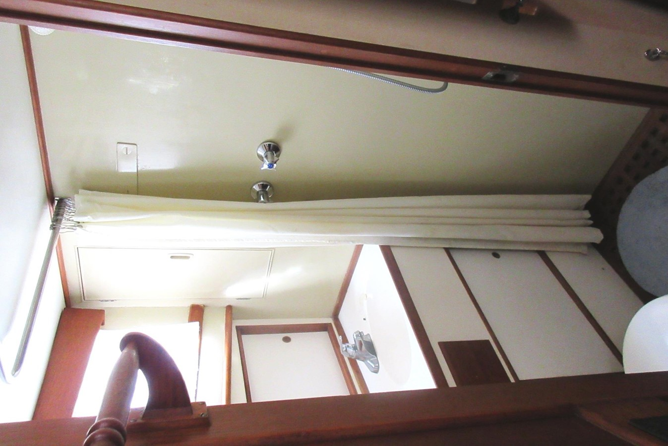 Fore Cabin Head shower area 1980 GRAND BANKS 42 Classic Trawler 2865731