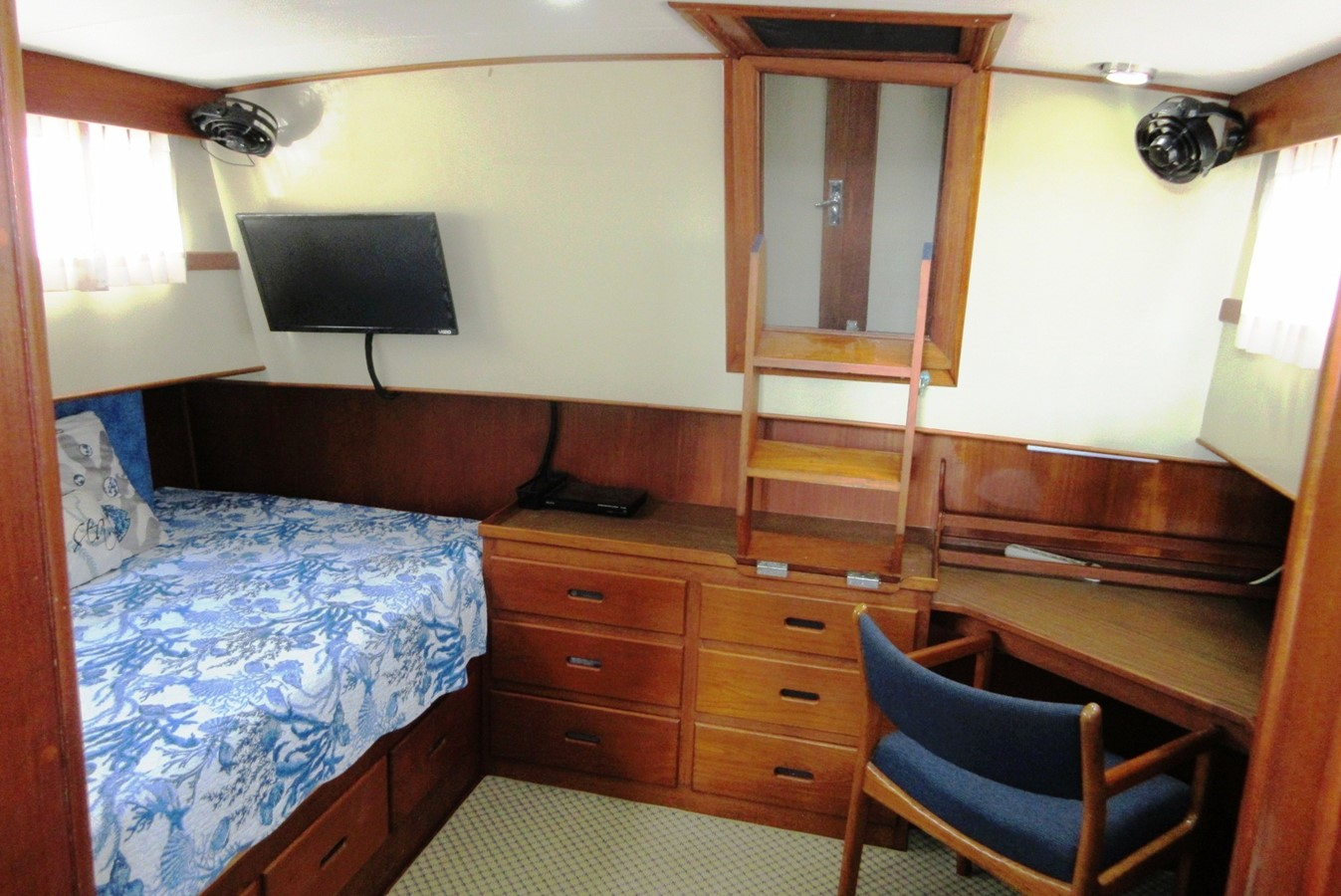 Aft Cabin to entrance from Aft Deck (steps up) 1980 GRAND BANKS 42 Classic Trawler 2865734