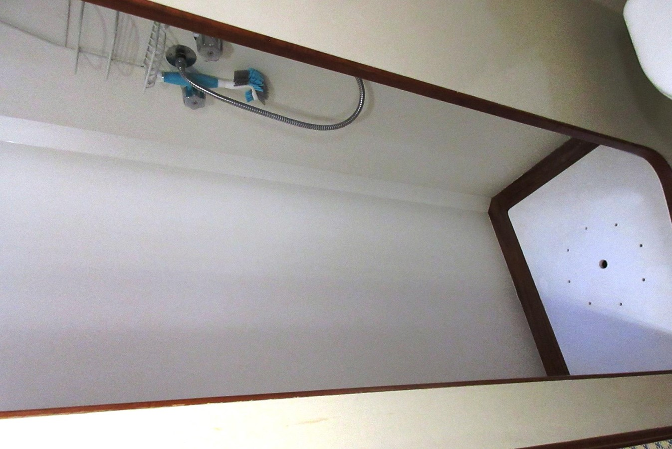 Aft Cabin Head stall shower 1980 GRAND BANKS 42 Classic Trawler 2865750