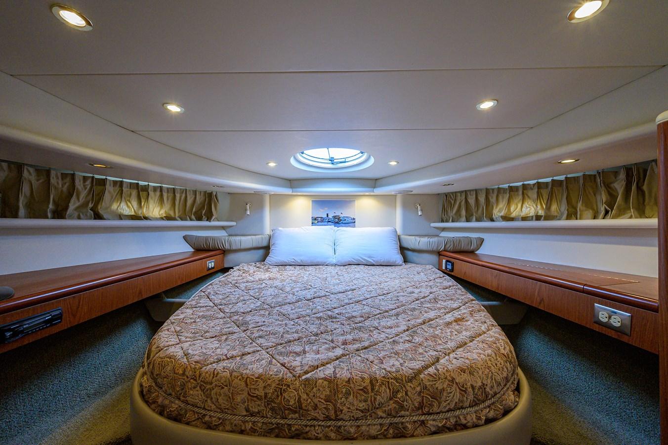 Forward Stateroom 1999 MAXUM 4600 SCB  Cruiser 2884995
