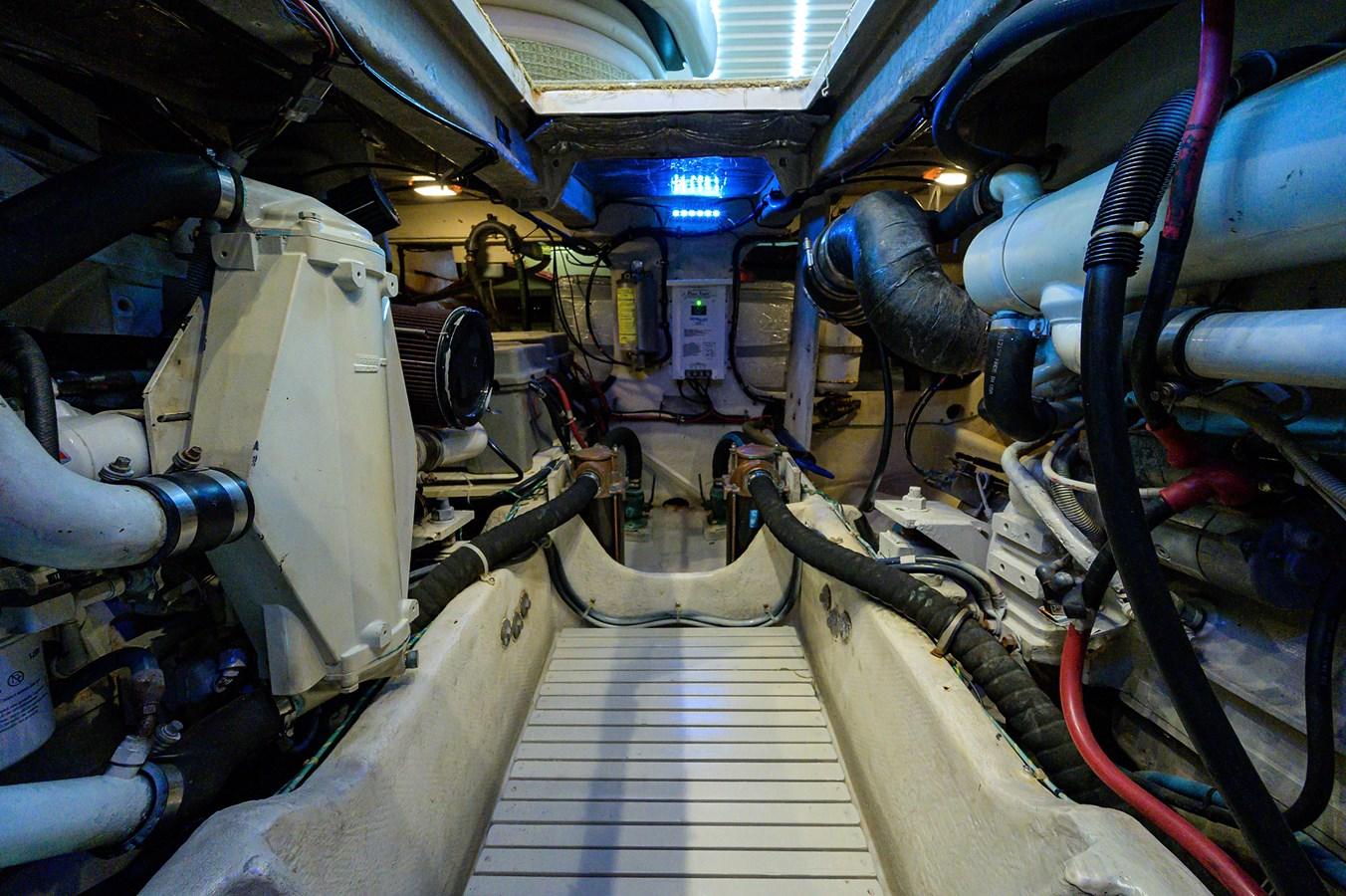 Engine Room 1999 MAXUM 4600 SCB  Cruiser 2885008