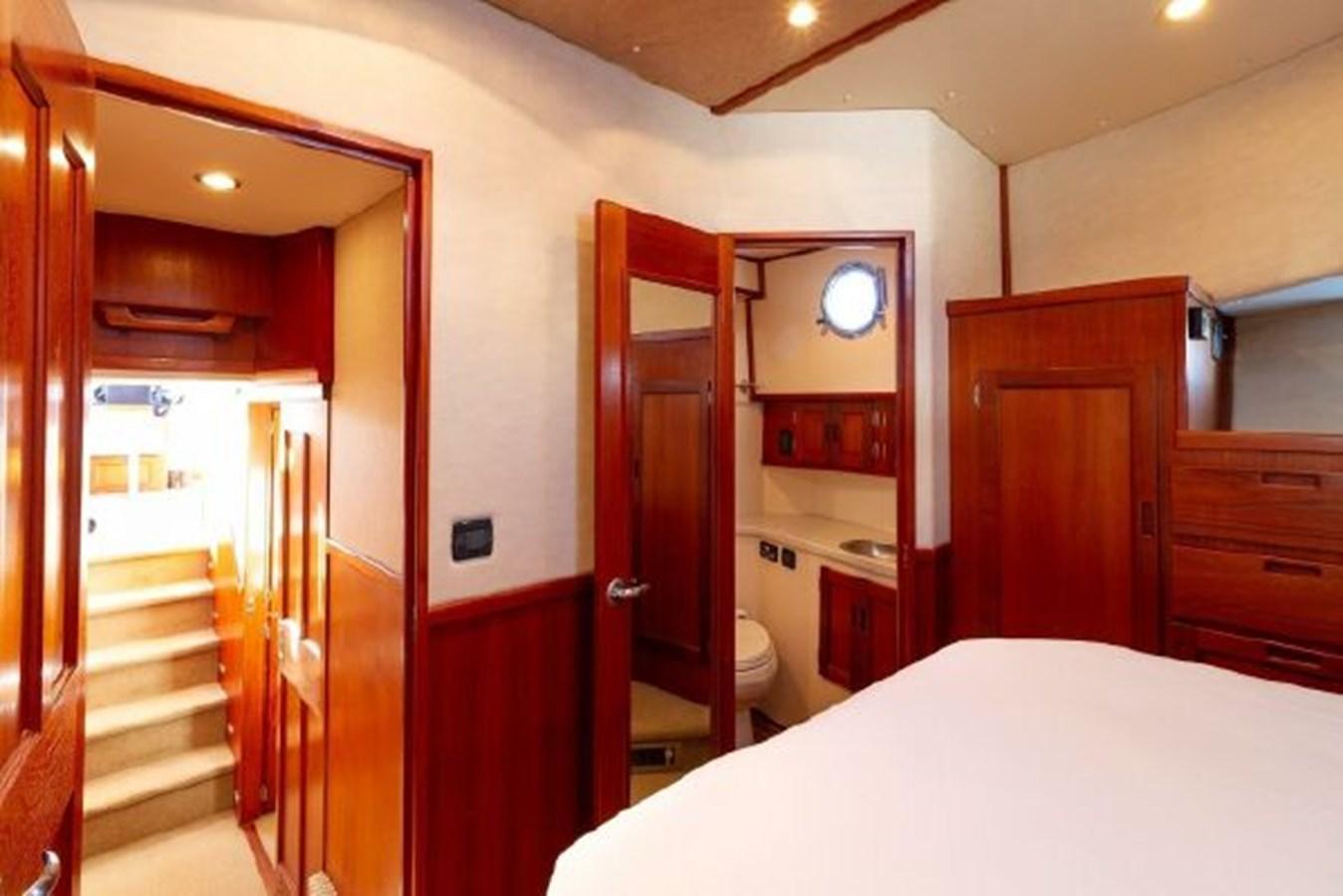 Master Stateroom 2007 NORDIC TUGS  Trawler 2882268