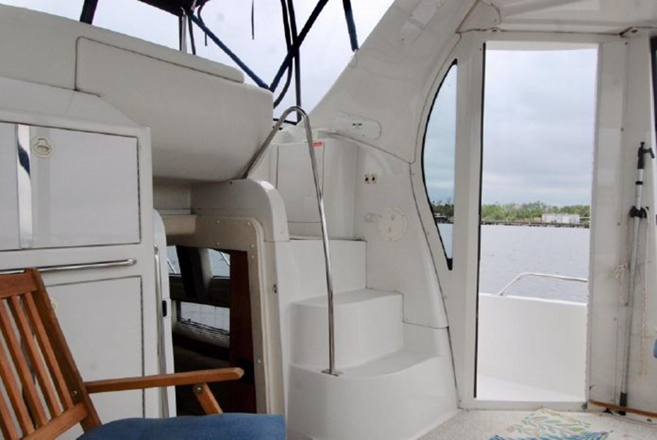 36 2001 CARVER 444 Cockpit Motor yacht Motor Yacht 2885812