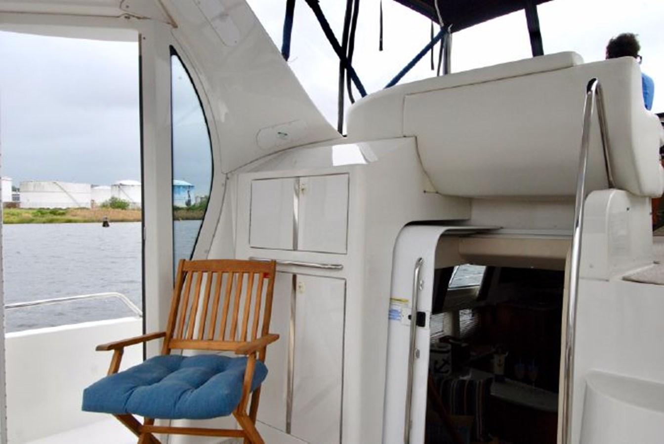 37 2001 CARVER 444 Cockpit Motor yacht Motor Yacht 2885813