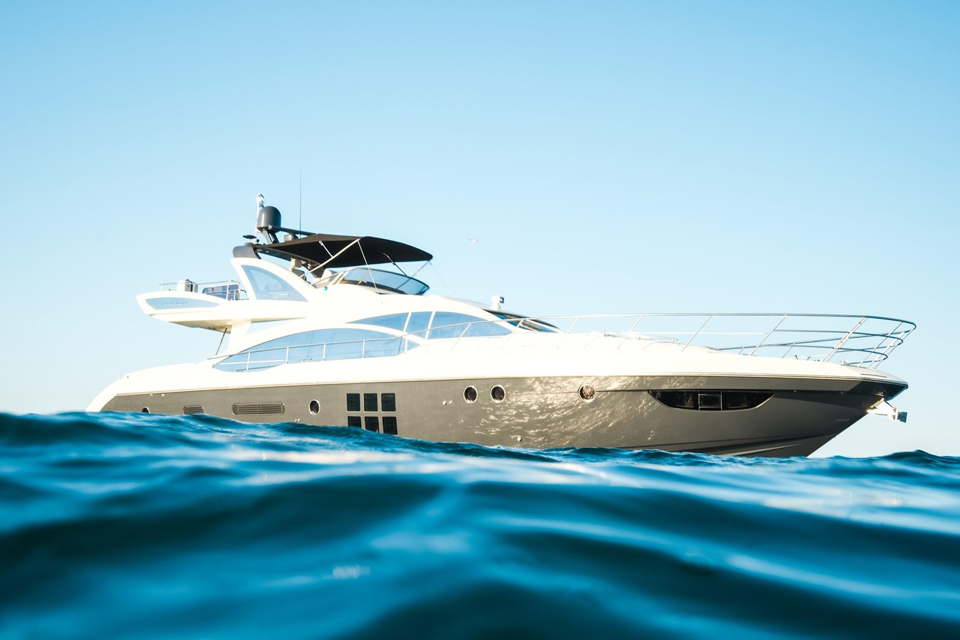 7043236_20190419104442114_1_XLARGE 2013 AZIMUT 72S Motor Yacht 2887400