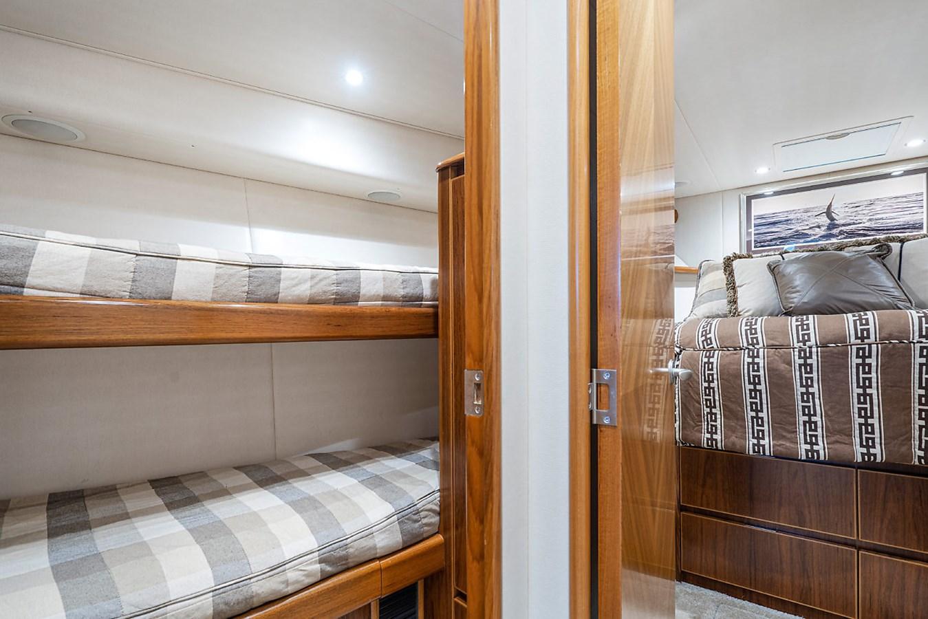 Guest Stateroom 2014 VIKING Convertible Sport Fisherman 2895534