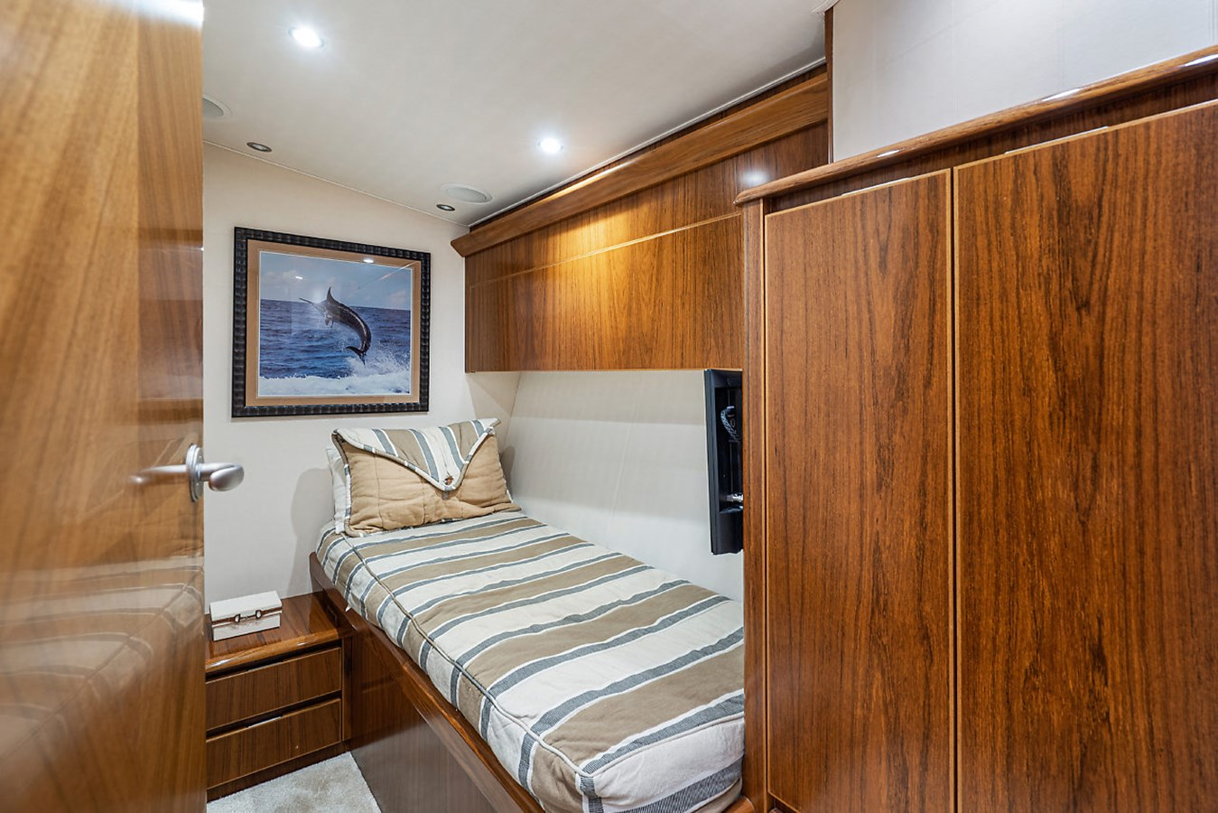 Port Guest Stateroom 2014 VIKING Convertible Sport Fisherman 2895535