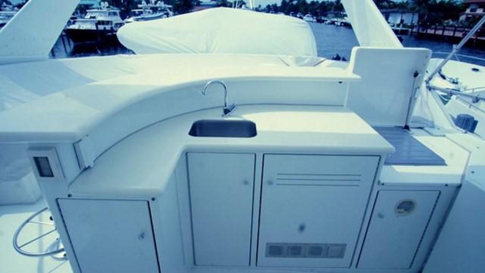 33 1997 HATTERAS Sport Deck Motor Yacht 2893881
