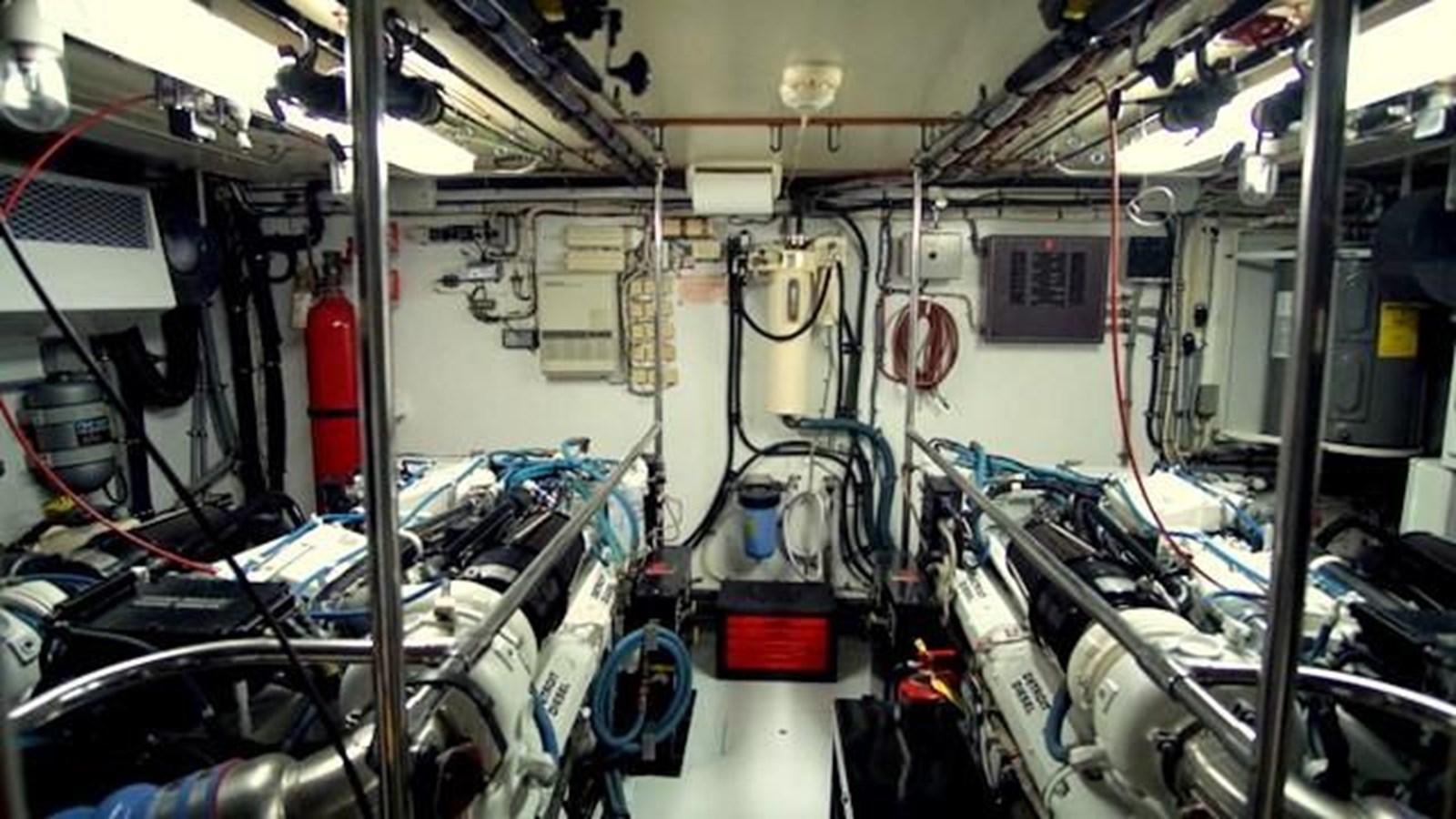 34 1997 HATTERAS Sport Deck Motor Yacht 2893882
