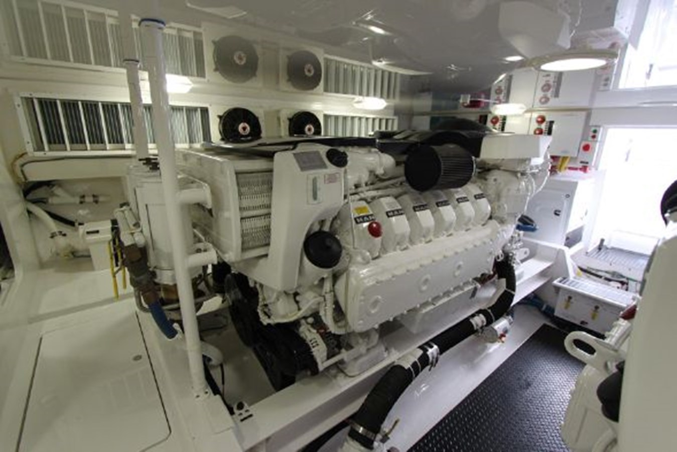 3693717_20180309043909221_1_XLARGE 2011 VIKING  Motor Yacht 2897354