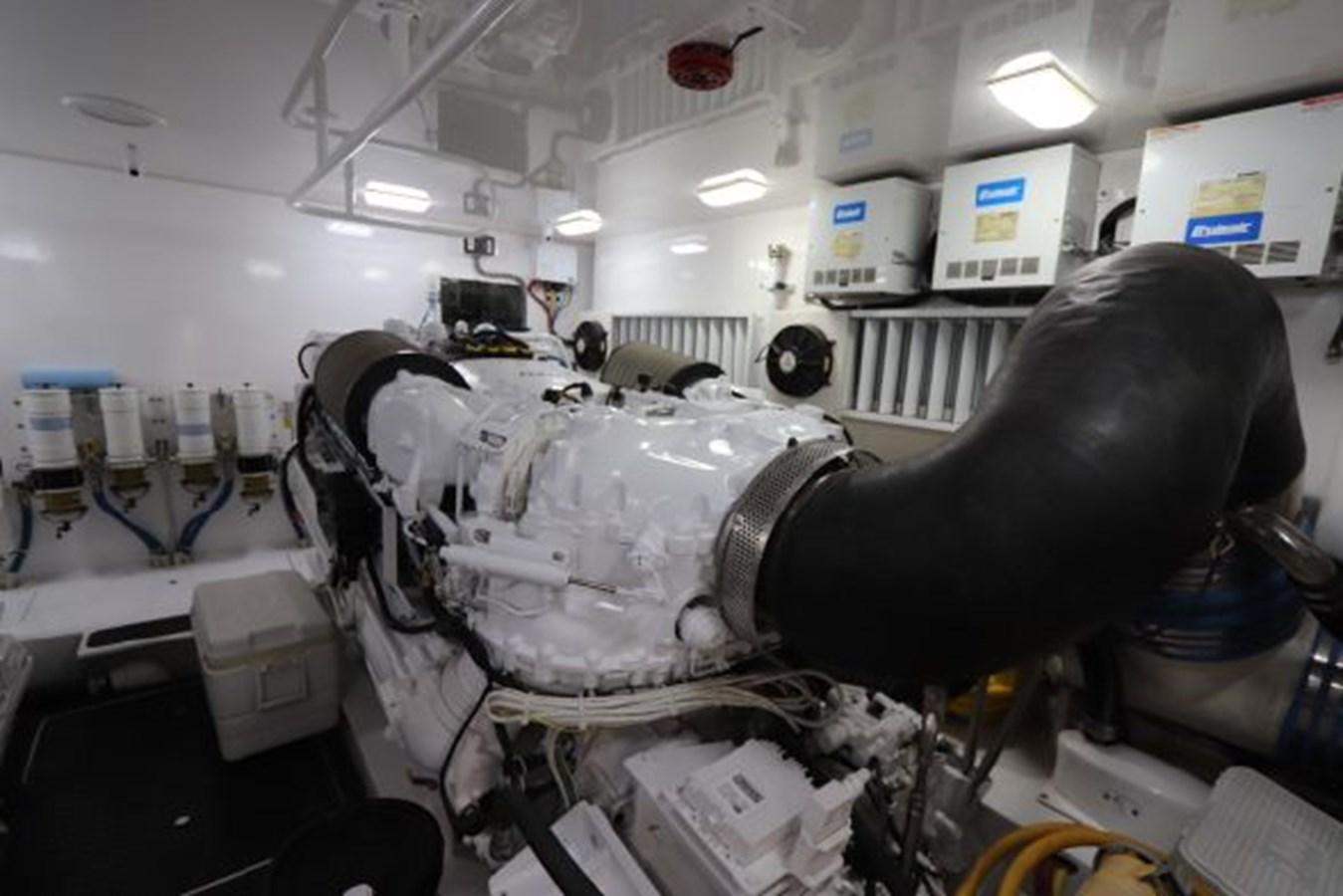 5479666_20190321074913600_1_XLARGE 2011 VIKING  Motor Yacht 2897386
