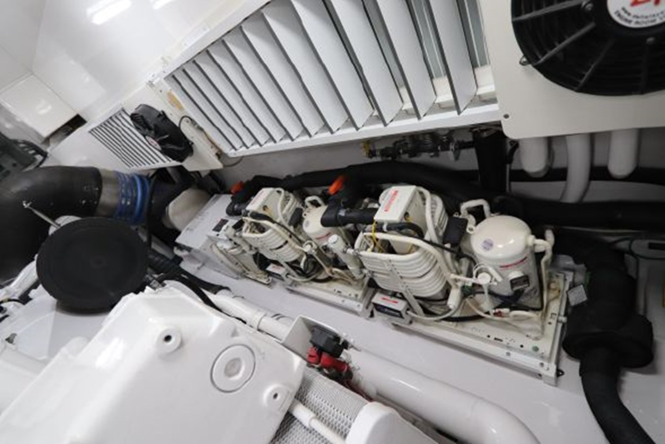 5479666_20190321074919874_1_XLARGE 2011 VIKING  Motor Yacht 2897389