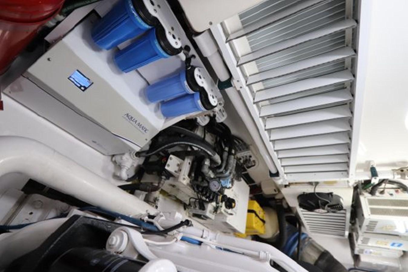 5479666_20190321074921950_1_XLARGE 2011 VIKING  Motor Yacht 2897390