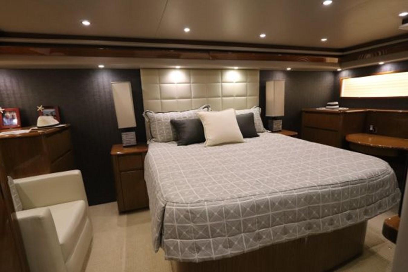 5479666_20190321074948089_1_XLARGE 2011 VIKING  Motor Yacht 2897397