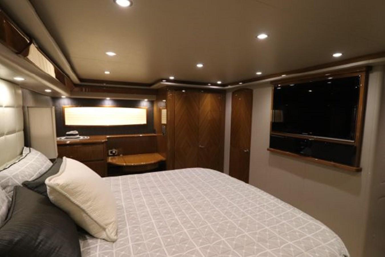 5479666_20190321074952180_1_XLARGE 2011 VIKING  Motor Yacht 2897399