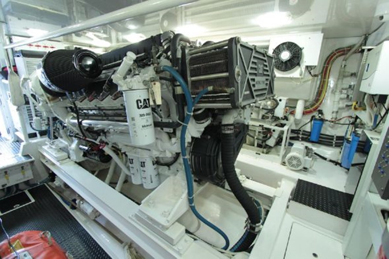 rd18 2010 VIKING  Motor Yacht 2897510