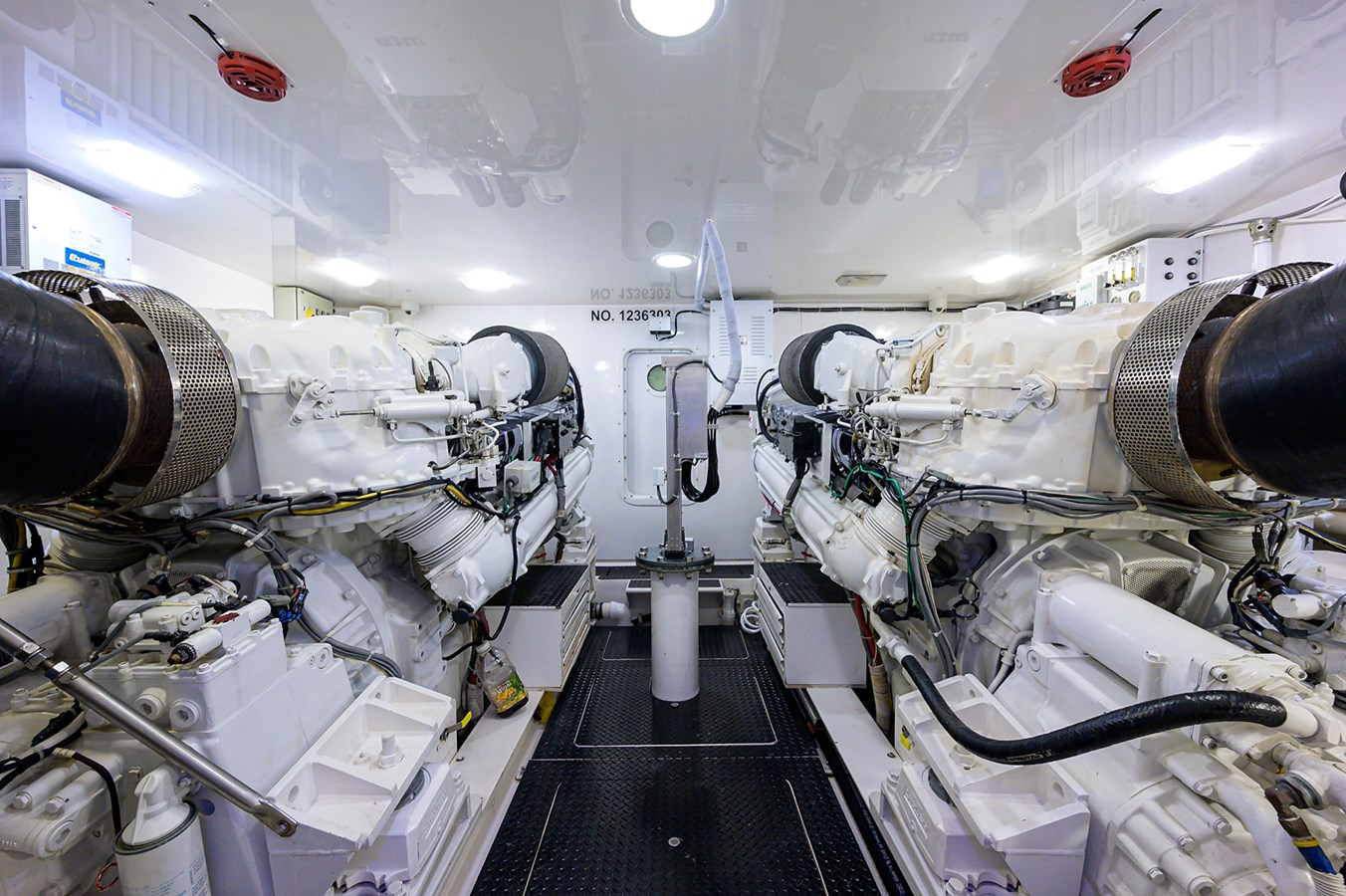 Engine Room 2010 VIKING Sportfish with Seakeeper Sport Fisherman 2898999