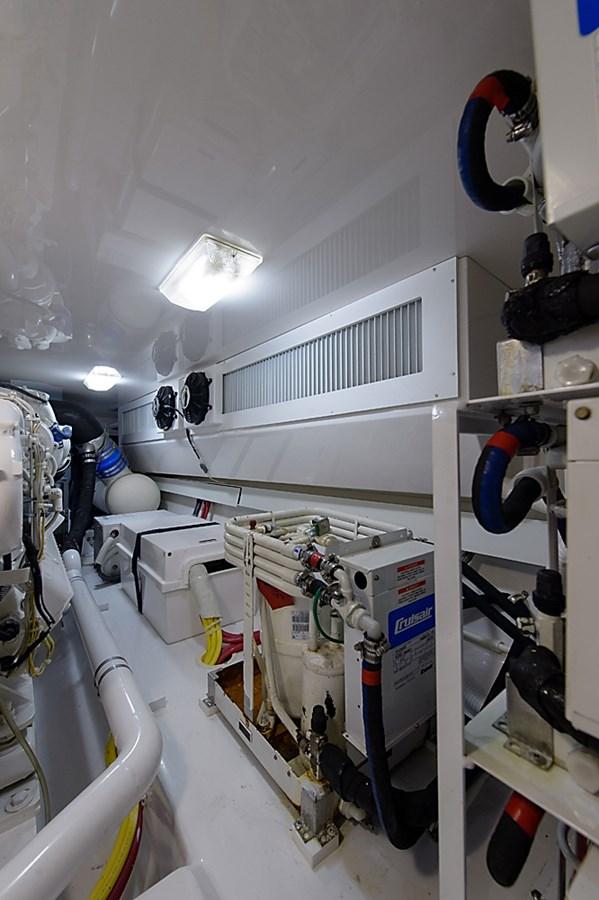 Engine Room 2007 VIKING Convertible Sport Fisherman 2900786