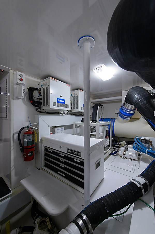 Engine Room 2007 VIKING Convertible Sport Fisherman 2900788