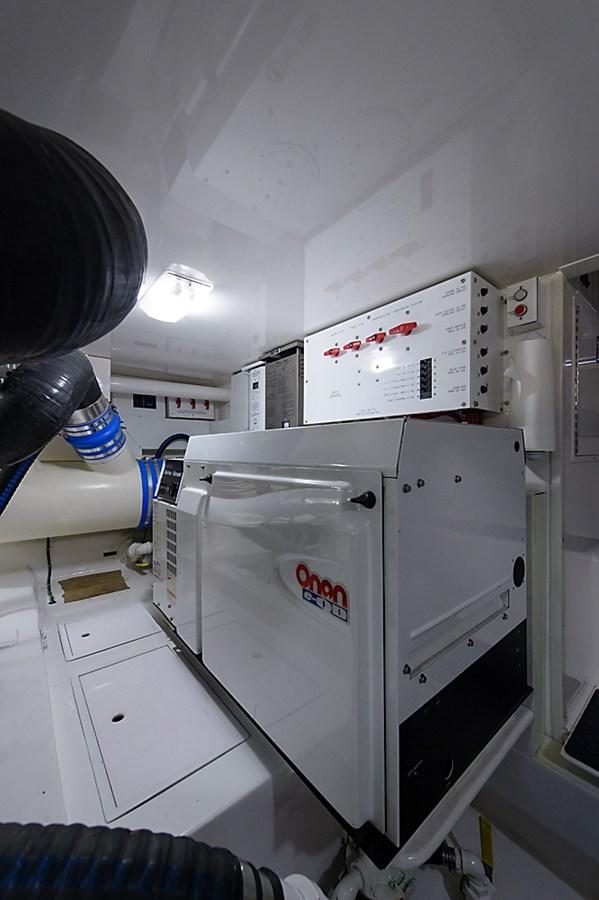 Engine Room 2007 VIKING Convertible Sport Fisherman 2900789