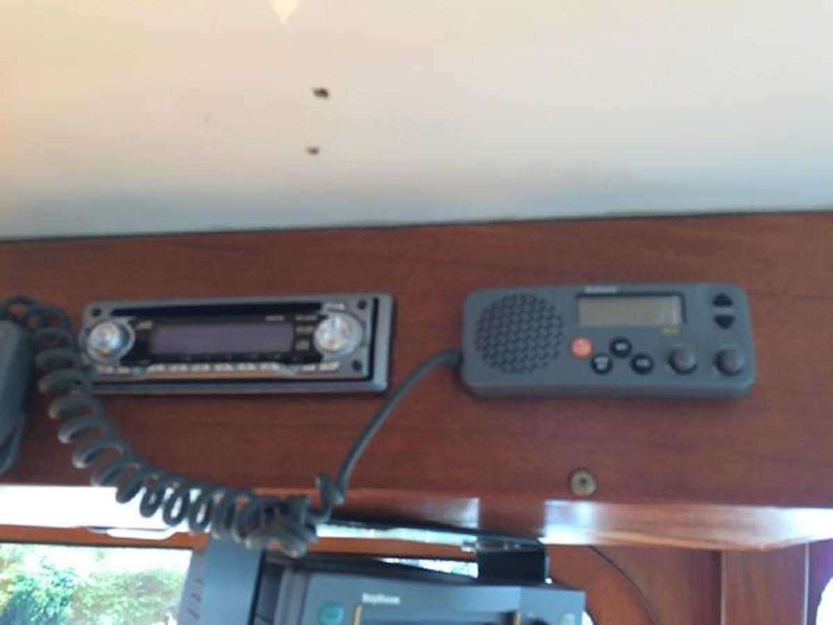 Radios 1977 DEFEVER Aft-Cabin Trawler 2917468