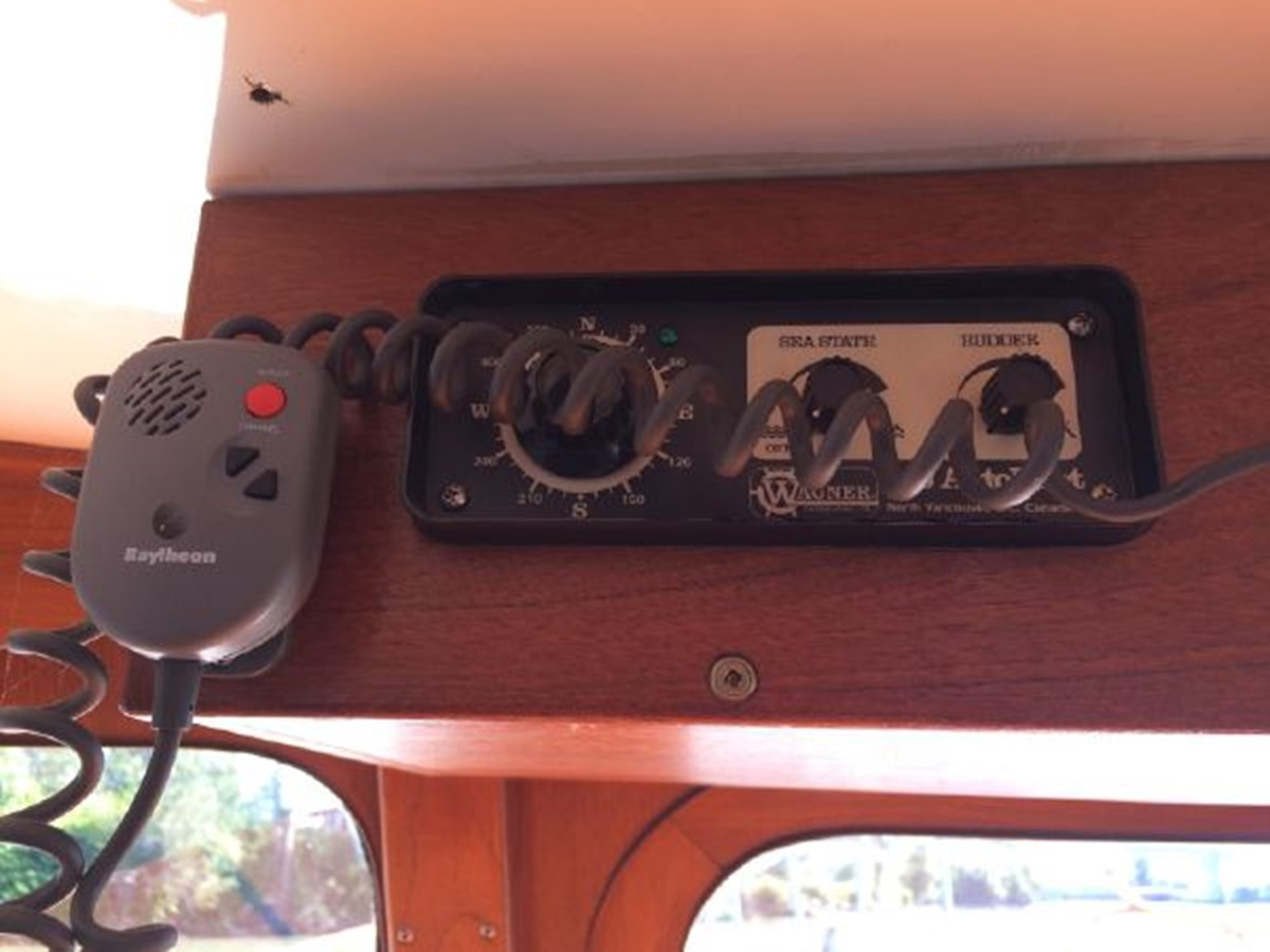 Auto-pilot 1977 DEFEVER Aft-Cabin Trawler 2917470