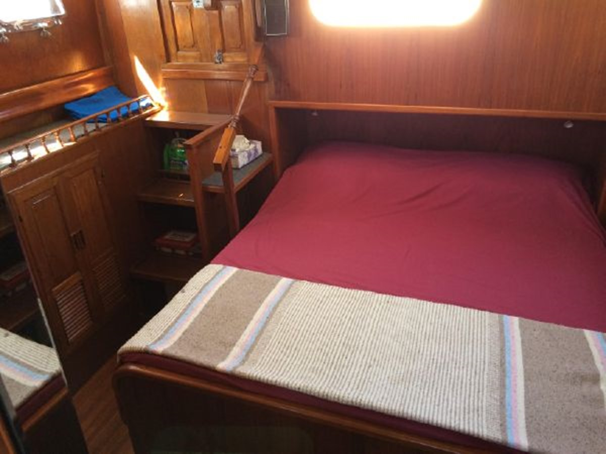 Aft Master Stateroom 1977 DEFEVER Aft-Cabin Trawler 2917475