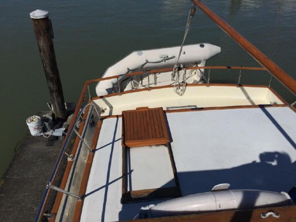 Aft Deck 1977 DEFEVER Aft-Cabin Trawler 2917484