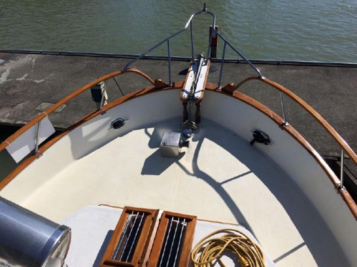 Fore Deck 1977 DEFEVER Aft-Cabin Trawler 2917487