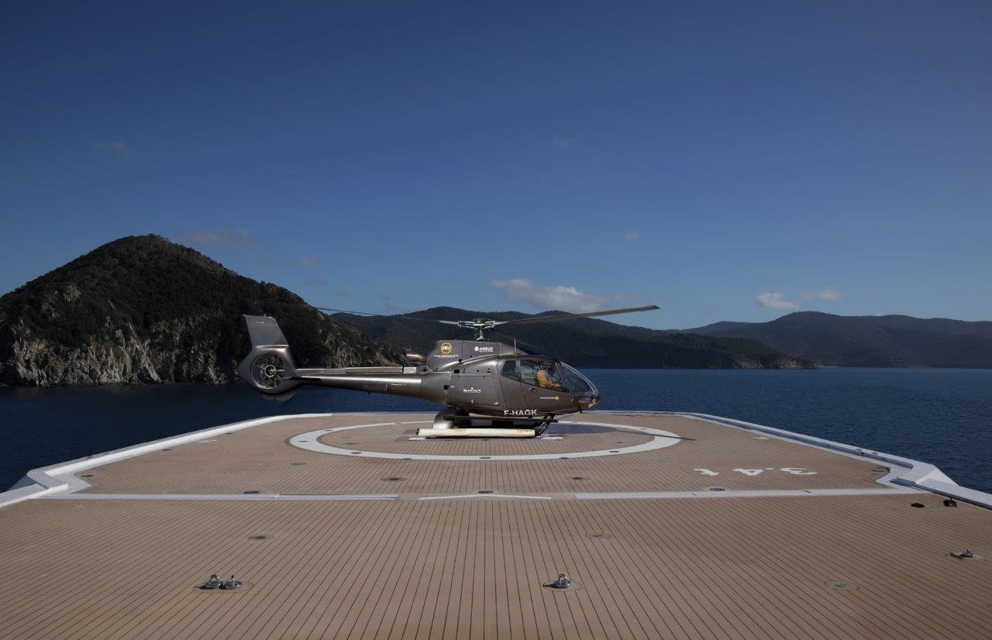Heli Ops (Representative Only with EC135) 2020 BENETTI Displacement Motor Yacht Motor Yacht 2918055