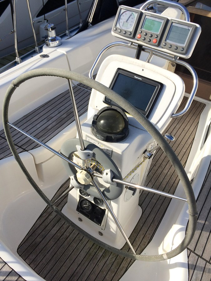 Helm 2005 BAVARIA  Cruising Sailboat 2910622