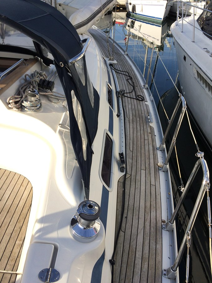 Port side deck 2005 BAVARIA  Cruising Sailboat 2910623
