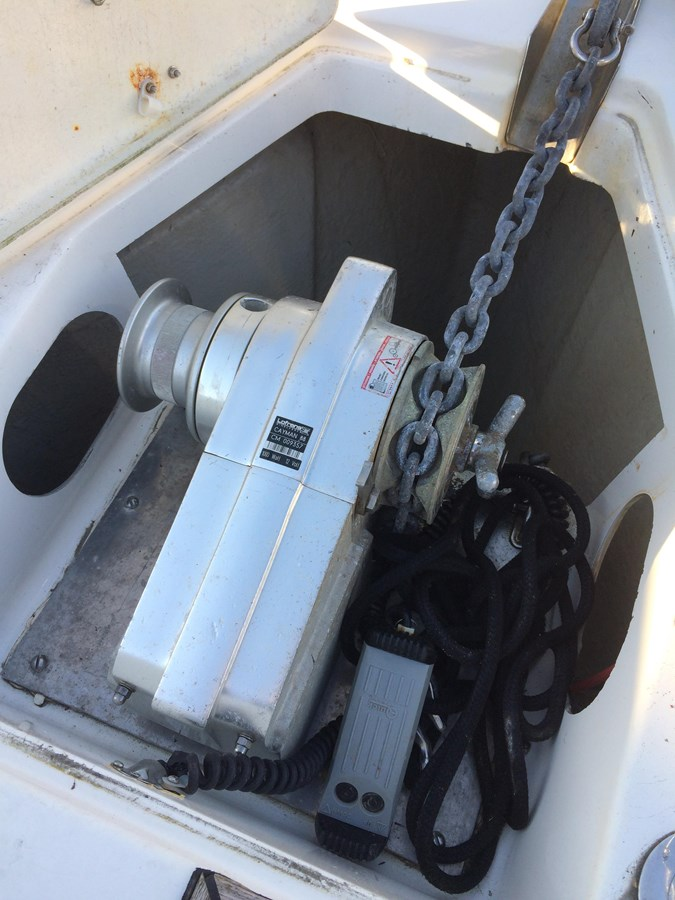 Lofrans electric anchor winch 2005 BAVARIA  Cruising Sailboat 2910639