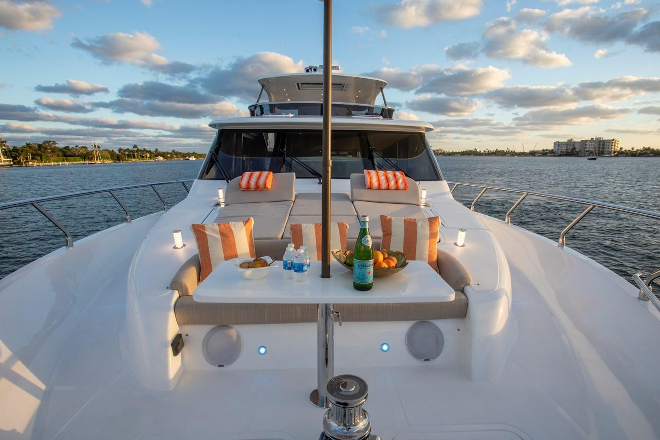 Foredeck settee & lounge 2020 REGENCY  Motor Yacht 2912702