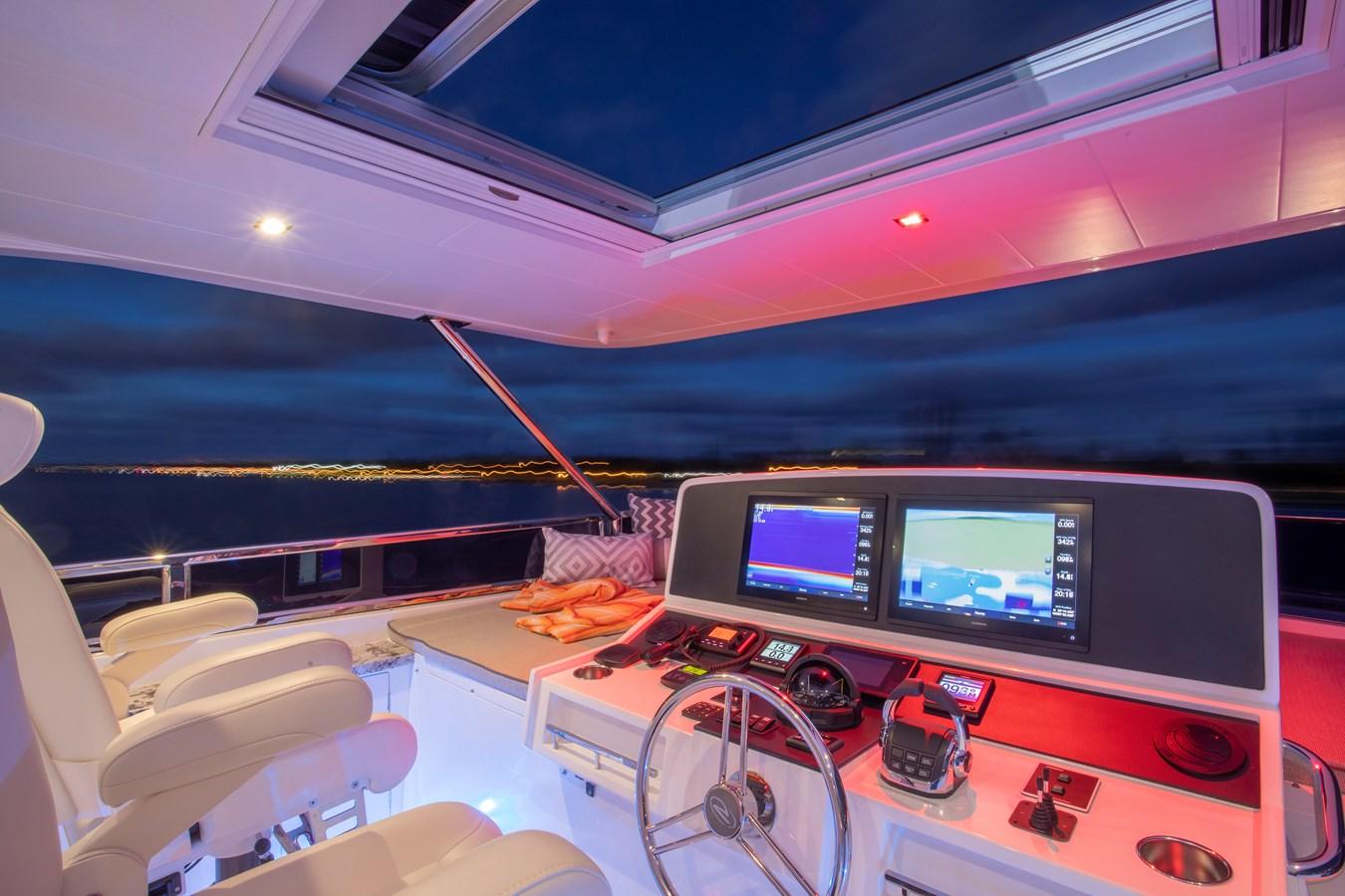 Flybridge Helm W/ Sunroof 2020 REGENCY  Motor Yacht 2912709