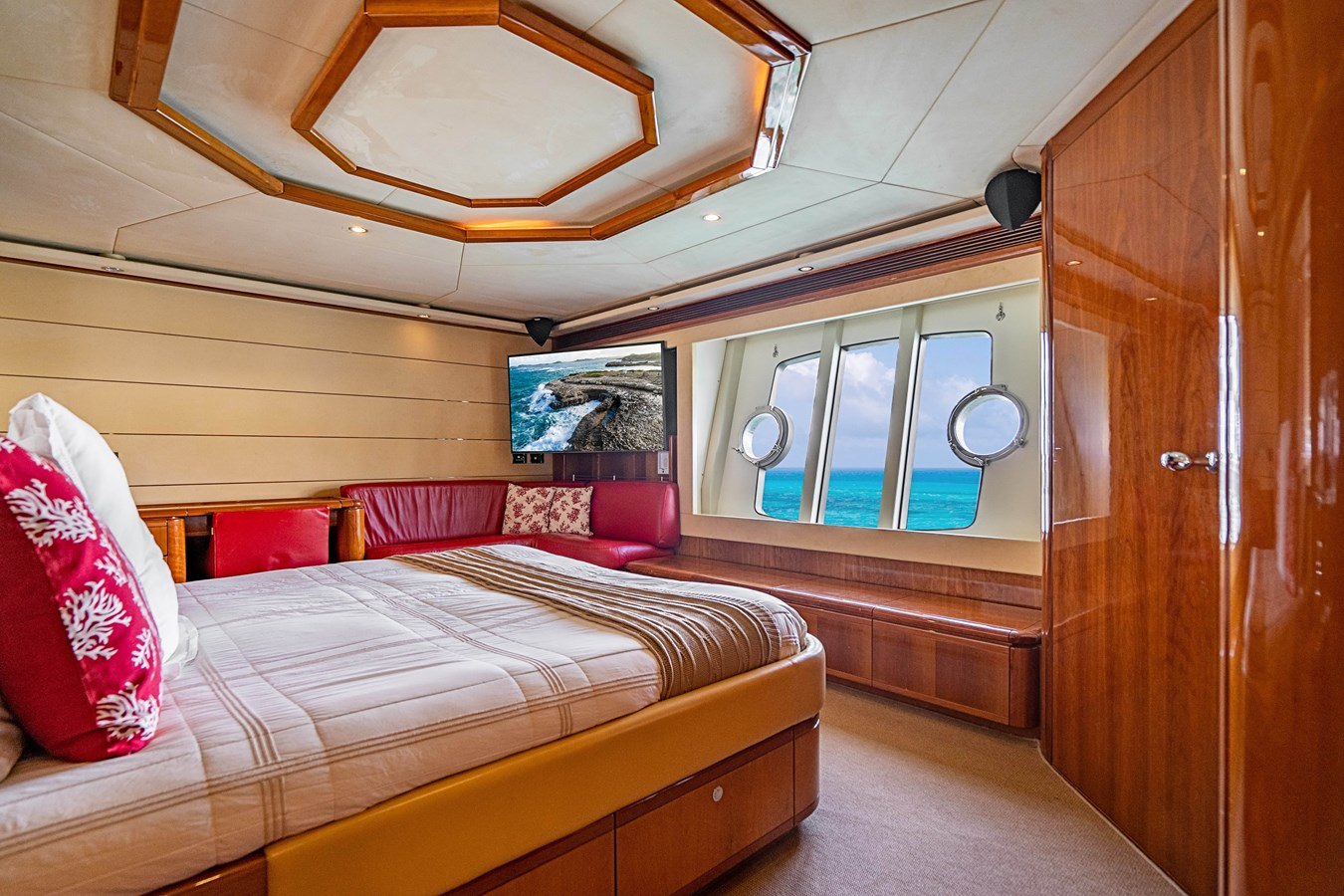 DSC01582-HDR 2006 FERRETTI YACHTS  Motor Yacht 2921361