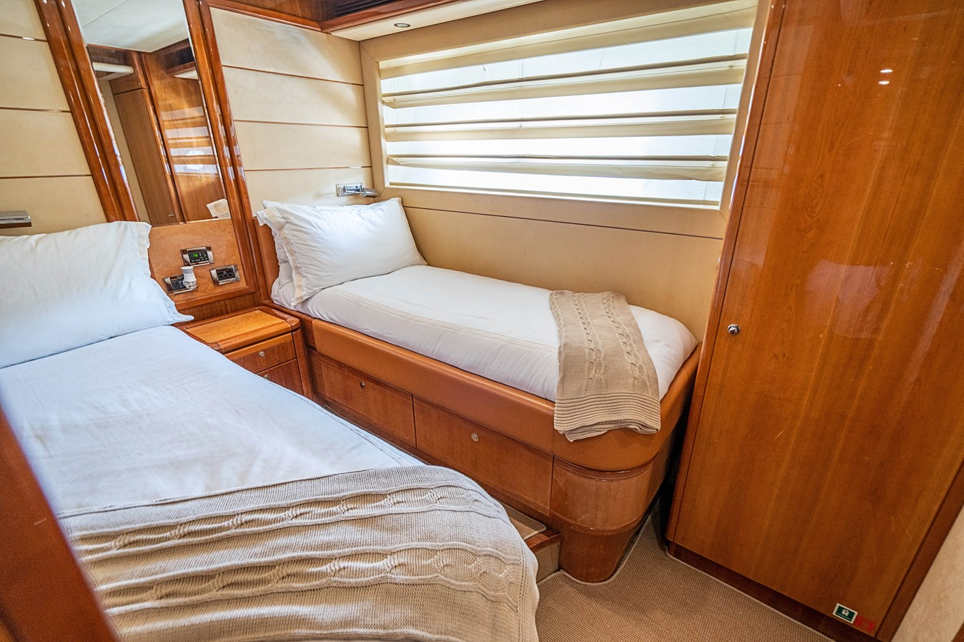DSC01602 2006 FERRETTI YACHTS  Motor Yacht 2921637